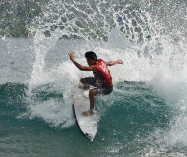 7 Destinasi Selancar Seru yang harus Kamu Kunjungi di Indonesia