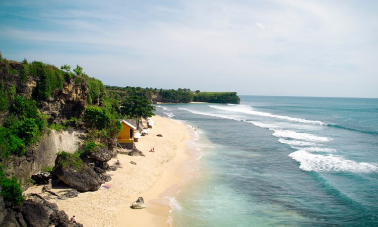 6 Pantai Terpencil Mengajak Anda ke Pulau Mempesona Bali